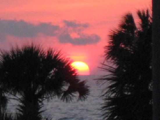 Ocean Lakes Family Campground: Beautiful sunrise from E-10's porch.