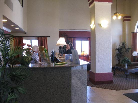 Tehachapi, CA: Open-aired lobby.