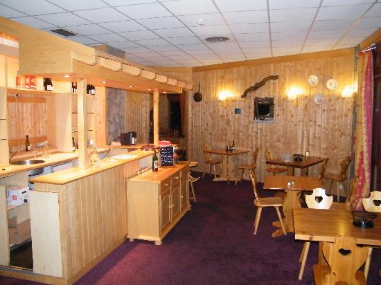 Hôtel Club mmv Plagne Montalbert Les Sittelles : Le restaurant savoyard