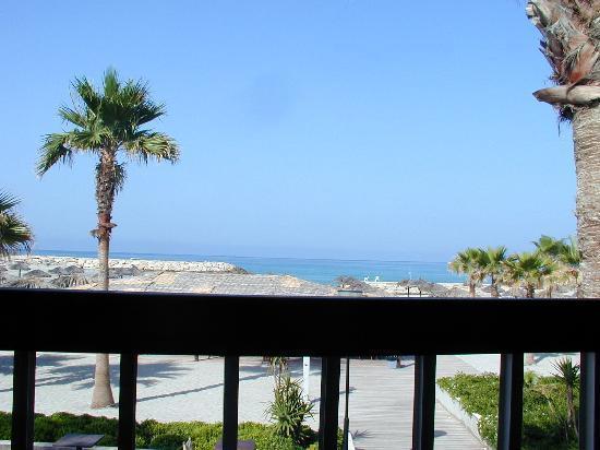 Rest House Tyr Hotel & Resort: petit dejeuner sur la terrasse