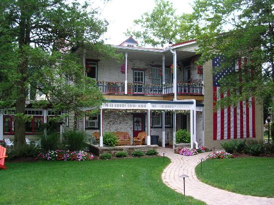 The Patriot House: View of Patriot House Bed & Breakfast Rear