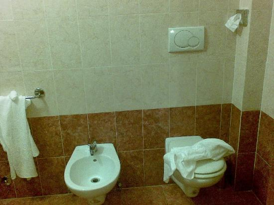 Hotel RomAntica: bathroom with bidet