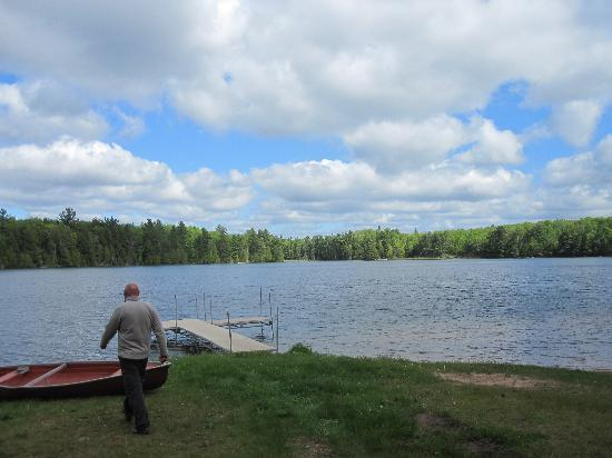 Halfway Lake Cottages: the lake