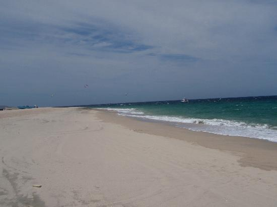 Hotel Los Pescadores: beach close by