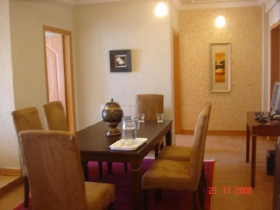 34 Morning Side: Dining room in the Suites