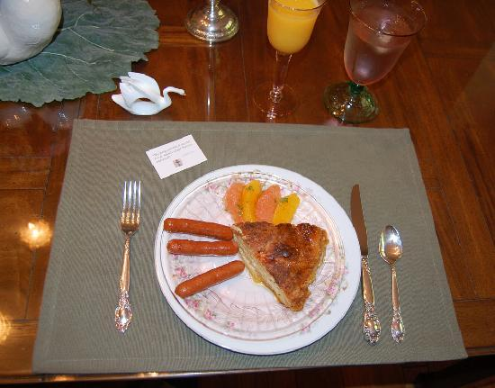 Bed and Breakfast at Swan Lake: This was one of our lovely, tasty breakfasts.