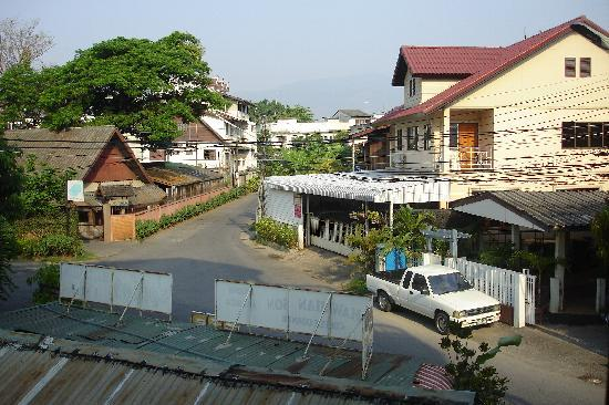 Bed and Terrace Guesthouse Chiang Mai: View from my window