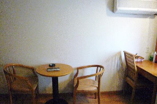 Hotel Angel: テーブル&椅子