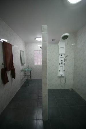 Hotel Elephant Plaza: Badezimmer