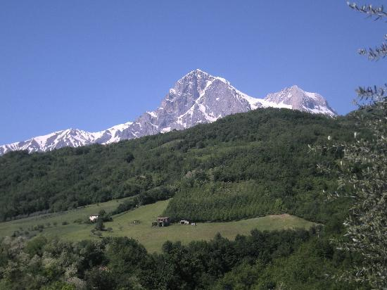 La Grande Quercia Bed & Breakfast: The Gran Sasso mountains