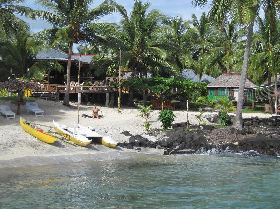 Va-i-Moana Seaside Lodge: From the boat - going over to the little coral island