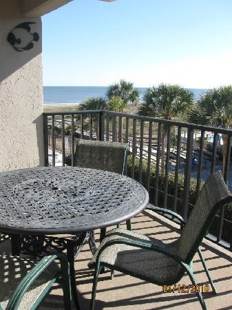 The Pelicans on Amelia Island: Our patio from our ocean view room