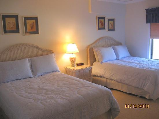 The Pelicans on Amelia Island: 2nd bedroom with 2 doubles....great for the kids