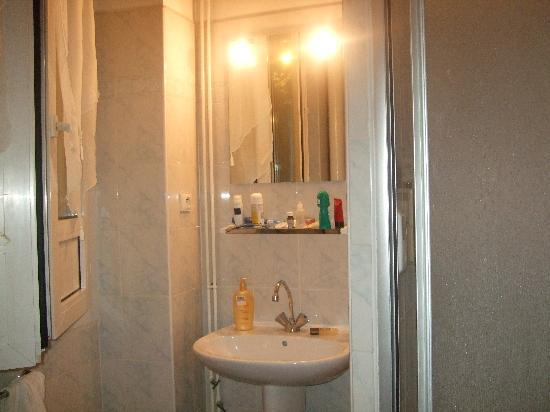 Hotel Central: bathroom