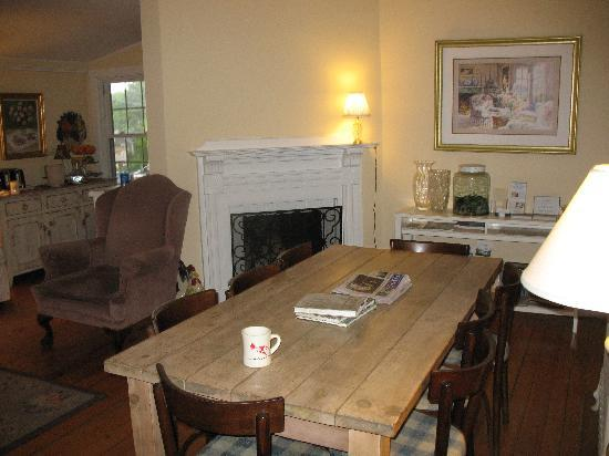 Vineyard Haven, MA: dining area