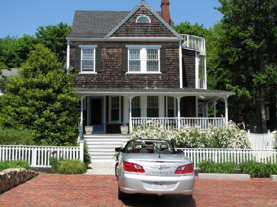 Crocker House Inn: front of Inn--very charming