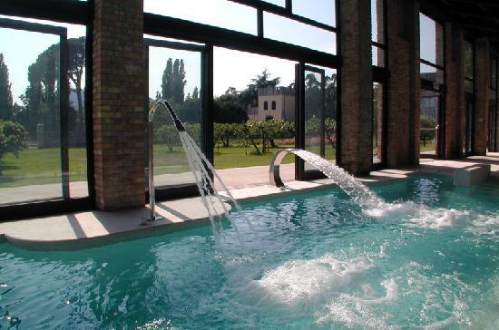 Castello di Lispida: Covered and heated Pool