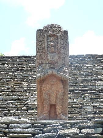 Ocosingo, Mexico: statue au centre