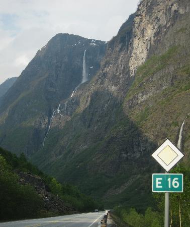 ฟยอร์ดตะวันตก, นอร์เวย์: Nærøydalen (Stalheim-Gudvangen road E16)