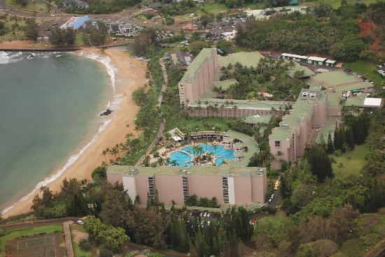 Marriott's Kaua'i Beach Club: The resort... the beach is really great, with lots of room and no motorized toys like jet skis o