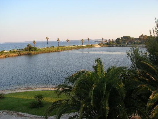 Hotel Club Plein Sud : Vue du lac