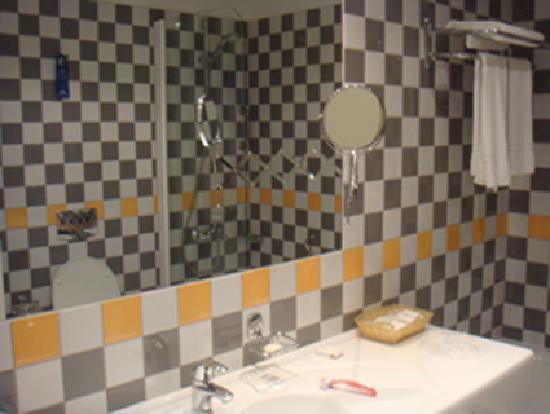Daugirdas Hotel: bath