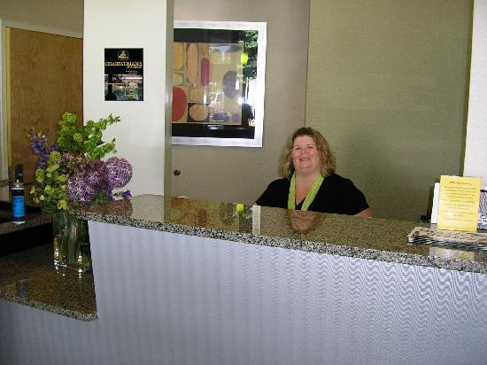 Best Western Plus Philadelphia Airport South at Widener University: Front Desk - This is Dawn who helped us through our difficulties