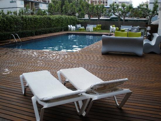 Magnolia Hotel : Piscina