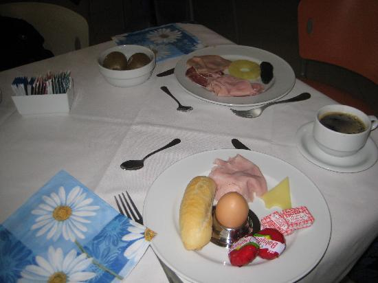 Best Western Titian Inn Hotel Venice Airport: Our Breakfast At The Titian