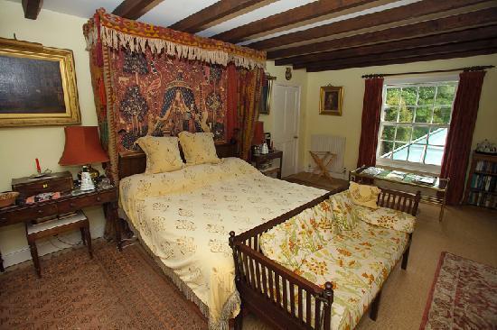 Charming bedroom, Cabilla Manor