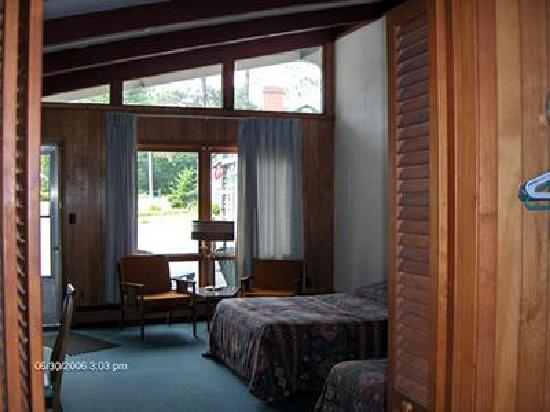 Park Motel and Cabins: Queen Motel Room