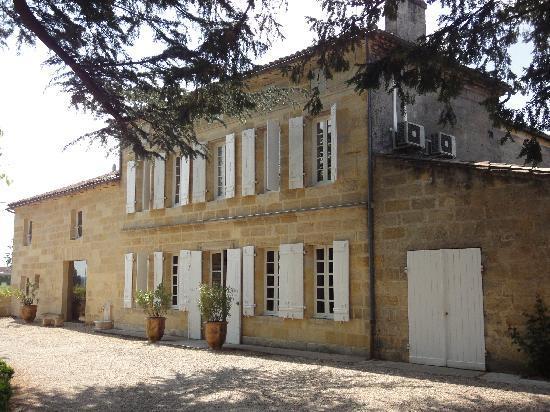 Chateau Monlot : The beautiful outside