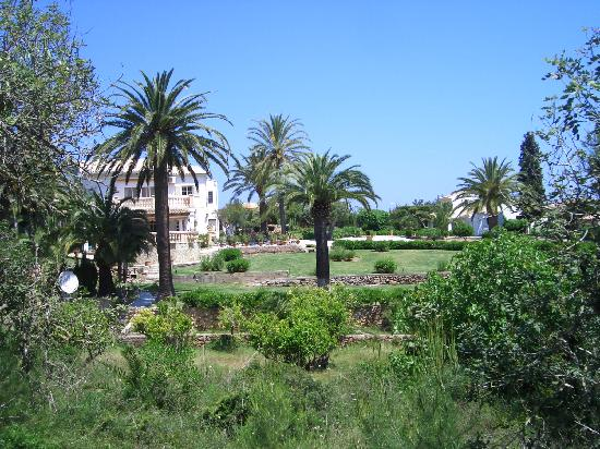 Sensimar Aguait Resort & Spa: Hotelumgebung Richtung Tennisplatz