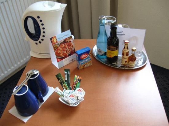 Hotel Aquamarin: Minibar ;-)
