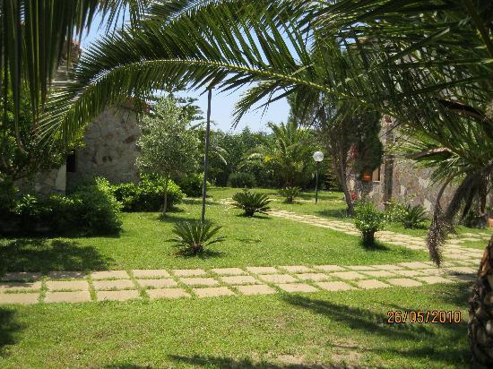 Il Gabbiano: giardino dell'hotel