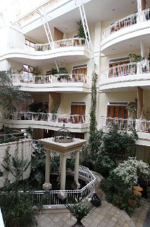 Sefton Hotel: View of atrium from room