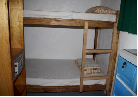 Marinduque Island, Philippines: kids bed in the honeymoon room
