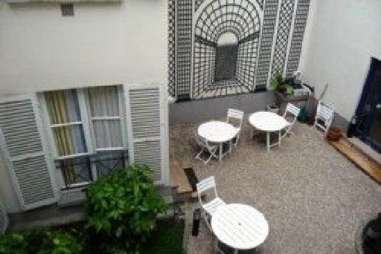 Hotel de Suede St. Germain: cours jardin interieur