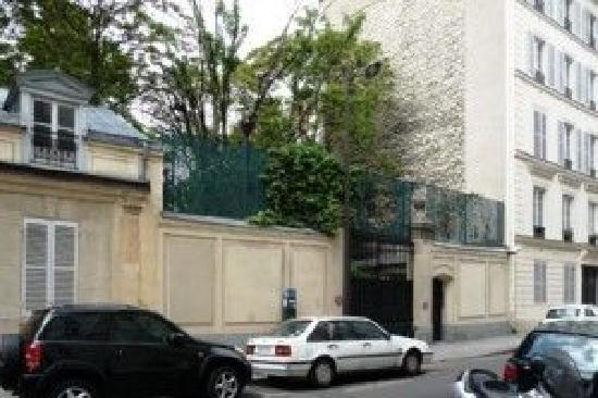 Hotel de Suede St. Germain : vue depuis chambre 1er etage côte rue