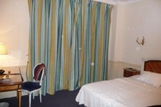 Hotel de Suede St. Germain : Chambre 1er etage pavillon inter