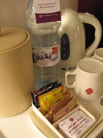 Semiramis Hotel : The tea/coffee maker
