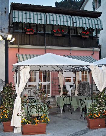Ristorante Venanzio: The restaurant at dusk.