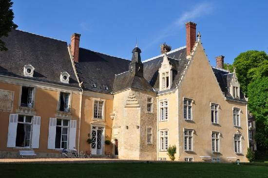 Chateau de la Barre : The chateau in the afternoon sun