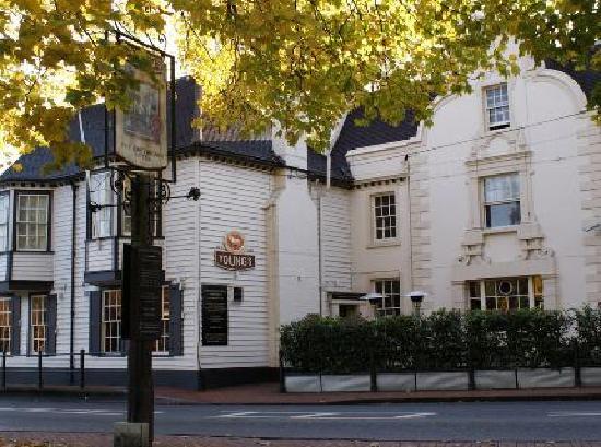 The Greyhound Carshalton: A pleasant hotel in a leafy setting