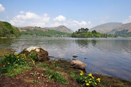Banerigg Guest House: walking round the lake