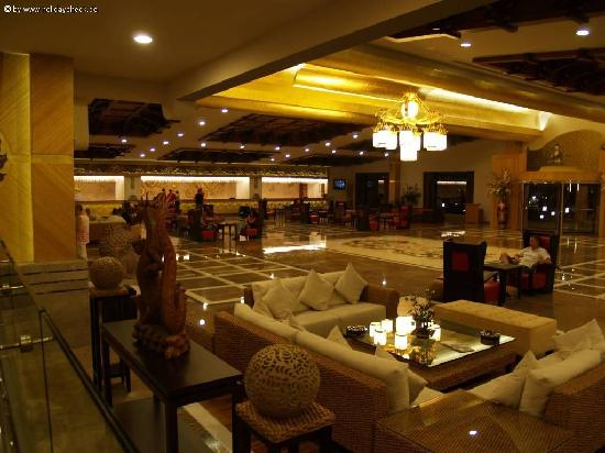 Royal Dragon Hotel : Luxury lobby surroundings