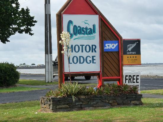 Coastal Motor Lodge: Panneau d'accueil de l'hôtel