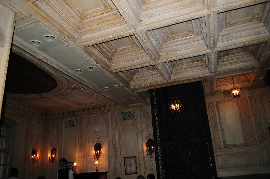 Café Pushkin: Interior of Pushkin Cafe (at night)