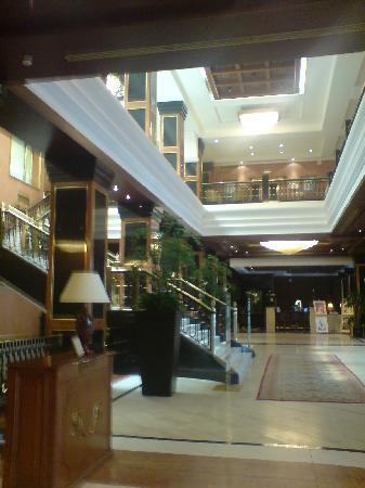 โรงแรมเมเลีย มิลาโน: Lobby