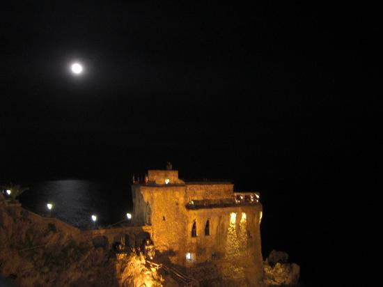 Torre Normanna Restaurant: vista notturna